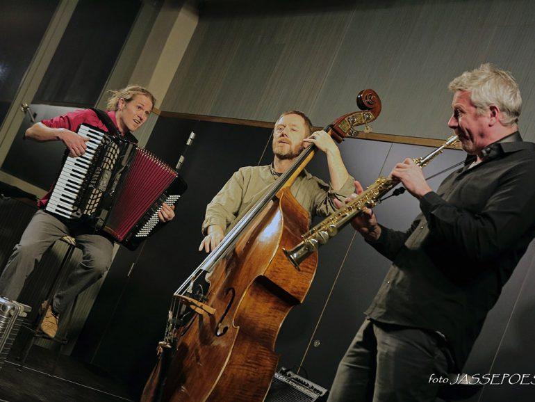 Tricyle met triangel en djembé op Mechelse Jazzzolder