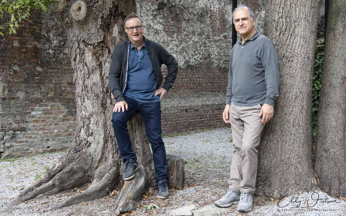 Enrico Pieranunzi & Bert Joris buiten achter studio MotorMusic in Mechelen