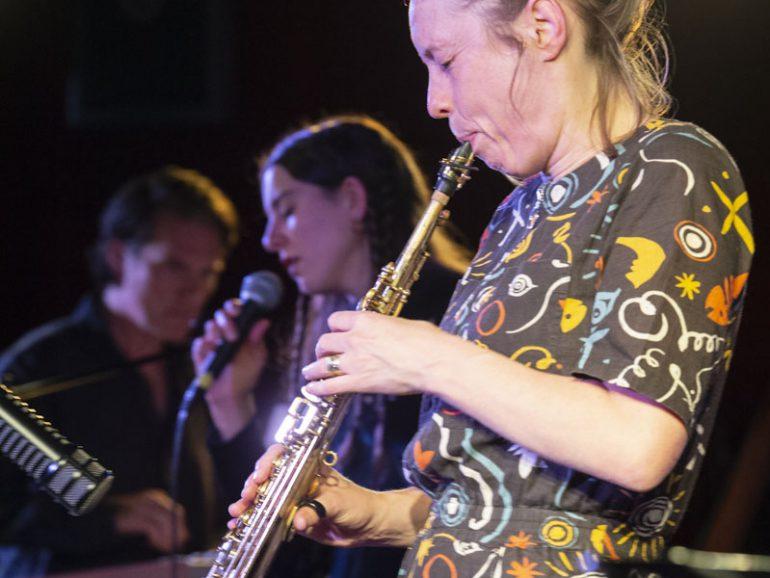 Intrigerende verscholen mysteries in muziek van Tineke Postma